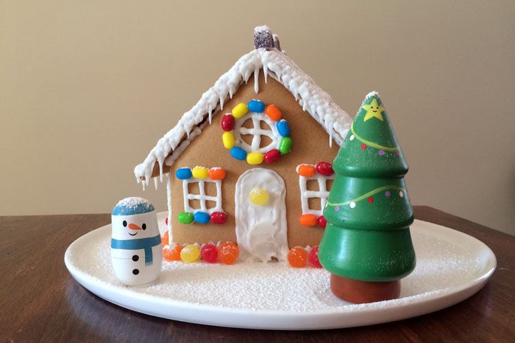 Wilton Gingerbread House – Giveaway (closed)